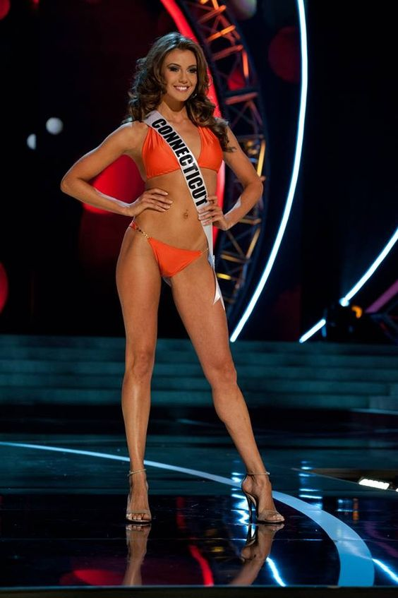 Miss USA 2013, Erin Brady, rocked the stage in the swimsuit portion of competition. She was so confident and really knew how to strut out there! Erin likes to keep her body in shape and healthy. Here are some moves to help you get Miss USA stage ready. Jackknife Targets shoulders, triceps, abs, and legs