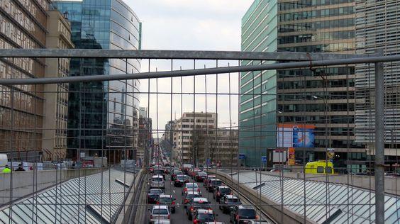 #Brussels #Brüssel #Bruxelles #Brussel #Flandern #Flanders #Vlaanderen #Belgien #Belgium #Belgique #België #Europa #EU #Europe #Etterbeek #Ixelles #Elsene #Walk #Spaziergang #Fritten #Chips #wet #loi #rue #Strasse #schuman