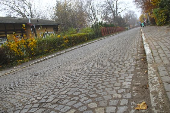 Брусчатые улицы Пионерского (Калининградская область). Фото: Evgenia Shveda