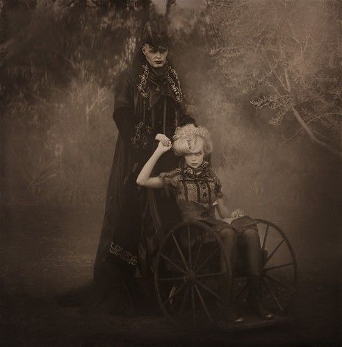 Bizarre victorian photographs name b w macabre vintage for Creepy gothic pictures