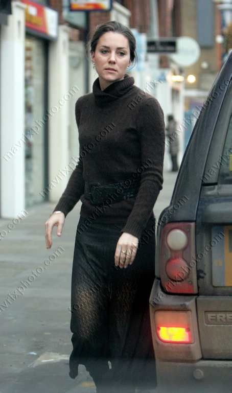 Kate Middleton 39 S Casual Street Style From Before Her Marriage Black Shirt And Skirt The