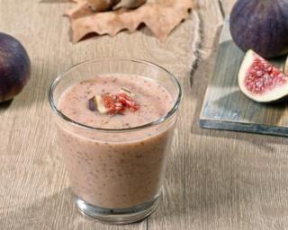 Smoothie vegan drainant figue, amande et miel : http://www.fourchette-et-bikini.fr/recettes/recettes-minceur/smoothie-vegan-drainant-figue-amande-et-miel.html