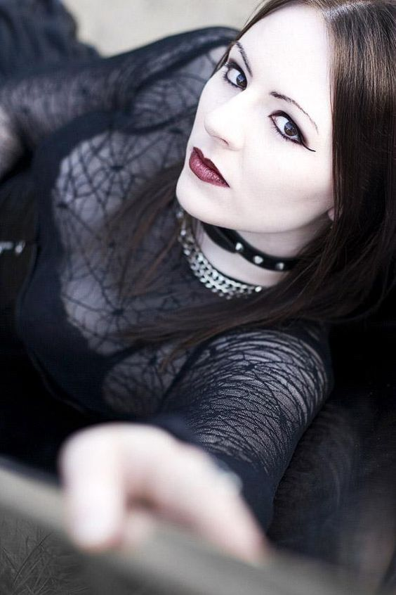 Gothic Fashion: Photo
