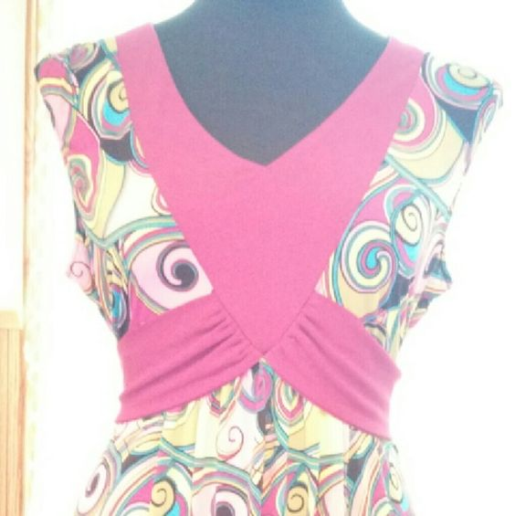 Colorful funky sleeves top bisou bisou xl Very colorful tie back sleeveless top. Bisou Bisou Tops Blouses