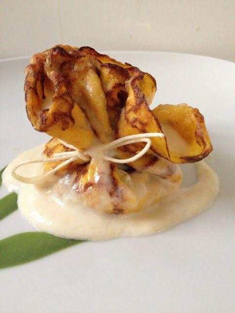 Fagottini di crêpes alla zucca con ripieno di ricotta e pistacchi