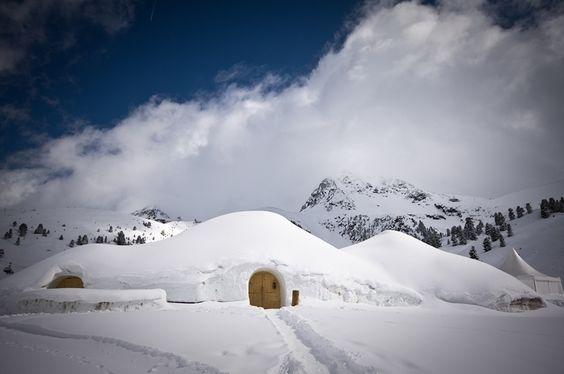 Iglu Village Kühtai in Österreich - auf jeden fal ein #Eishotel für eine super coole Übernachtung. Noch mehr Eis-Hotels gibt es hier http://checkin.trivago.de/2015/01/21/die-top-5-der-coolen-eis-hotels/ #Hotels