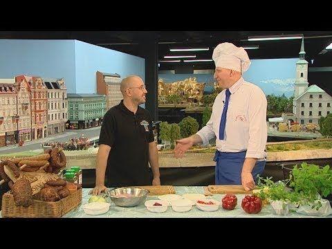 Raczka Gotuje Bogracz Oraz Czorne Kluski Ze Szpyrkami Youtube Youtube Chef Chef Jackets