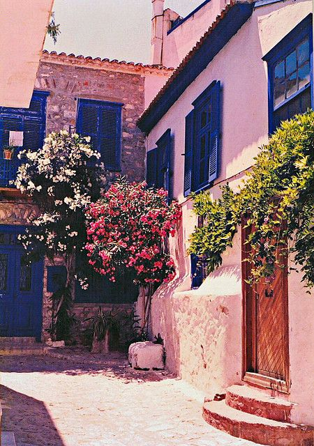 spanish courtyard by blue foot, via Flickr