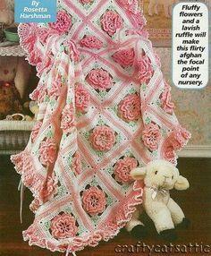 Todo crochet: Bellísima mantilla para bebé con motivos florales ...