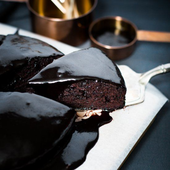 Vegan chocolate cake that is rich and moist with rich velvety ganache icing. Dairy-free heaven.