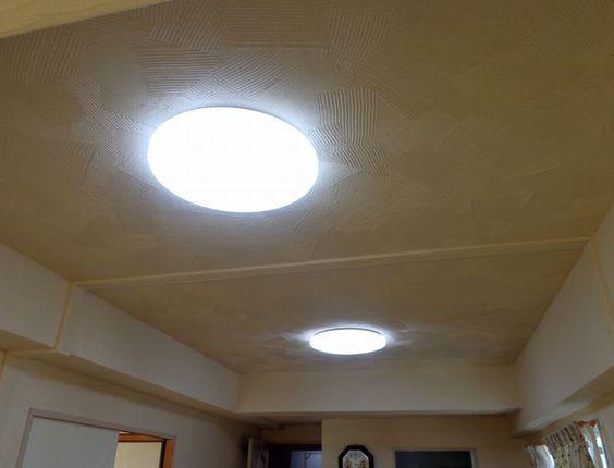 天井の珪藻土塗り替え。模様は「くし目ランダム」。