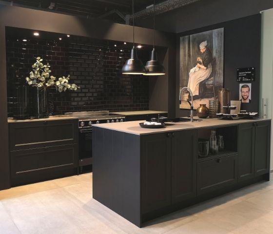 Cuisine Nouveaute 2020 Noire Avec Ilot Schroeder Kuechen Meuble Cuisine Cuisines Design Cuisine Moderne