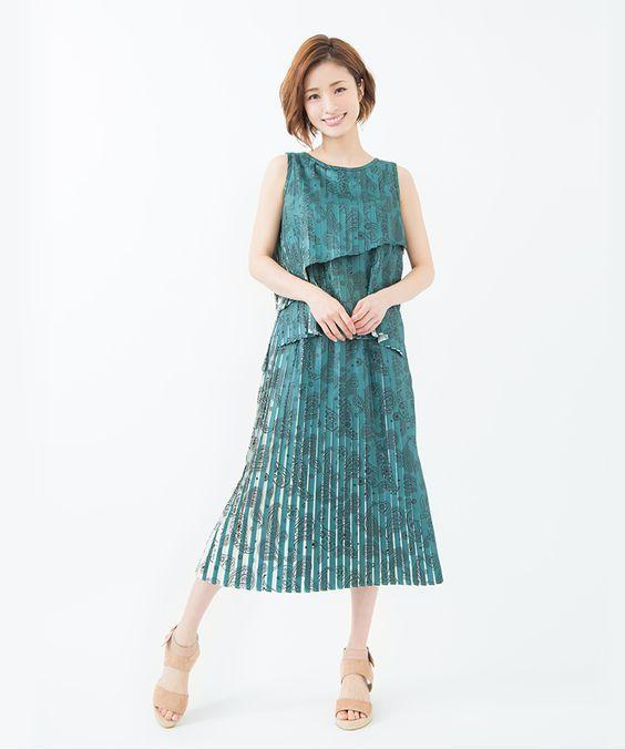 緑のお洋服の上戸彩さん