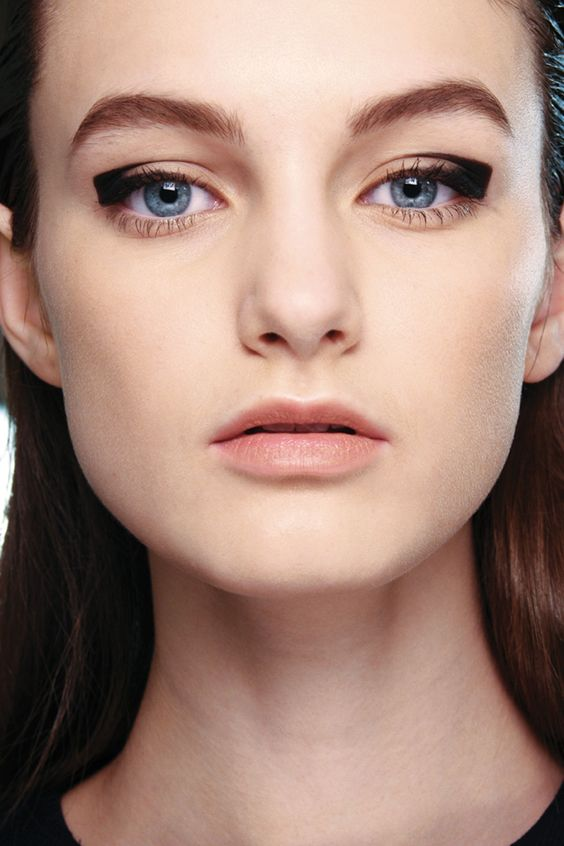 Graphic eyes. Black eyeliner runway makeup by Lucia Pieroni. Aquascutum, Fall / Winter 2014-15. Photo: MAC Cosmetics http://www.vogue.co.uk/beauty/2012/08/21/graphic-eyes---autumn-winter-2012-13-eye-liner-trend/gallery/826567
