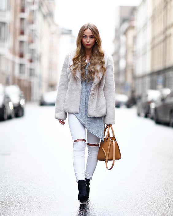 Makin my way down town ...  in my @hollies_stockholm fake fur jacket   @lisa.hooks