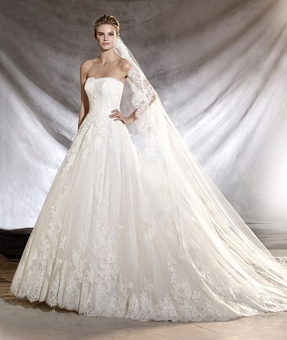 ORIBE - Wedding dress in mikado and lace with a strapless bodice