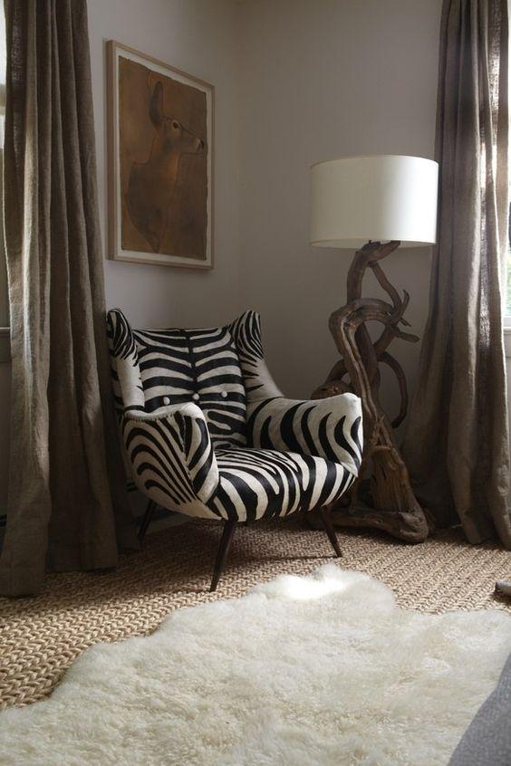 art et décoration africains, fauteuil zébré, pied de lampe