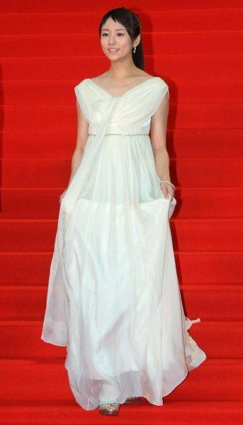 ドレスが素敵な木村文乃さん