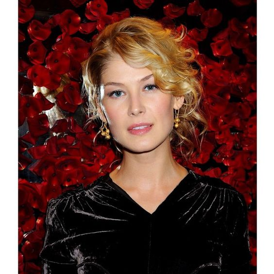 Red, black. #RosamundPike