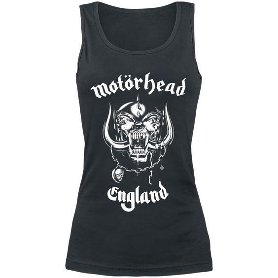"""Le whisky et le coca ont forgé la voix si reconnaissable de Lemmy Kilmister de Motörhead. Un son qui rappelle le Rock'n'Roll crasseux. Sur le top noir pour Femme, vous pouvez voir la mascotte du groupe, Snaggletooth. Autour, vous pouvez lire """"Motörhead - England"""". Santé !"""