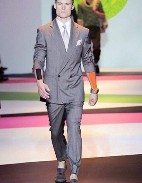 sfilato-milano-fashion-week-versace-primavera-estate-2014-completo-grigio