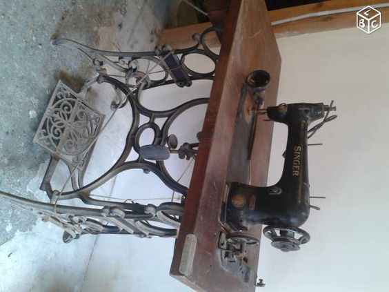Machine a and singers on pinterest - Table machine a coudre singer ...