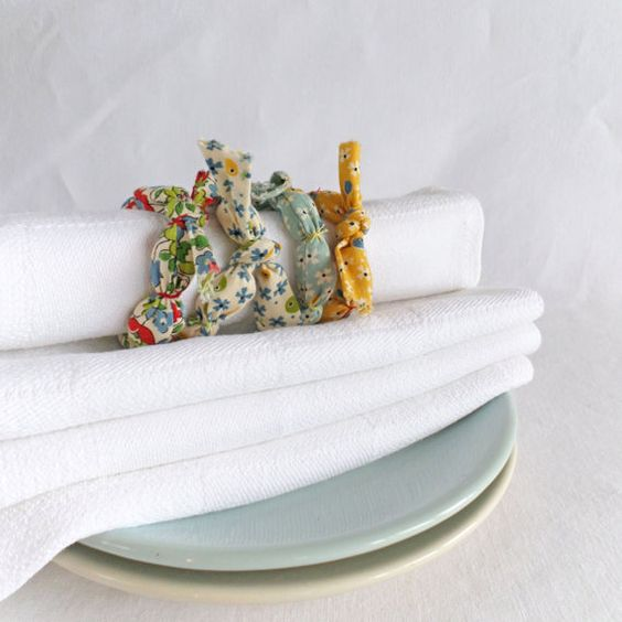 Set of 4 napkin rings in colorful printed cotton Join us for Dinner by TableStories