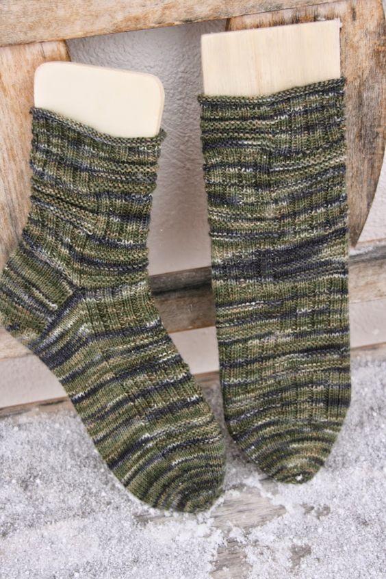 Muster: Sockengerippe von Sprottenpaule Wolle: Sockenwolle 4fach Col. Jägersmann