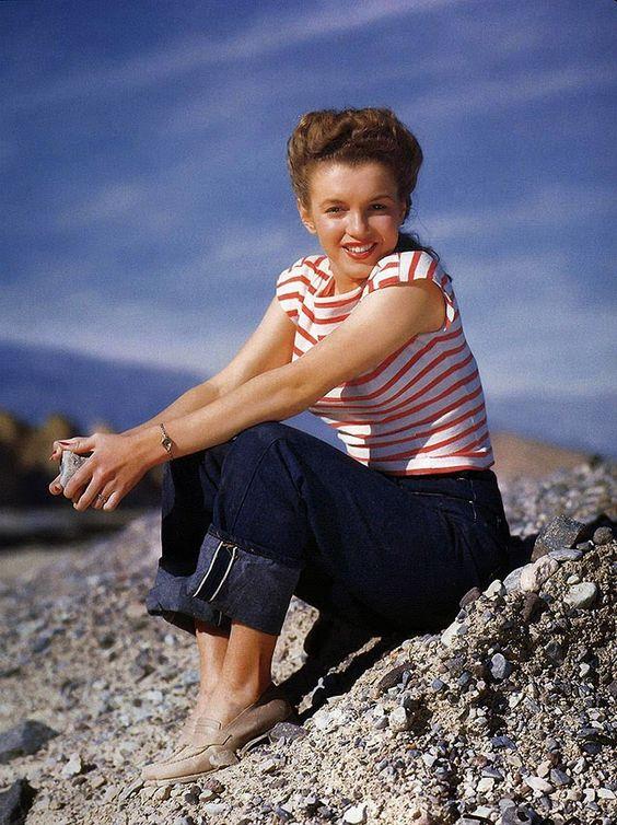 vintage everyday: Beautiful Marilyn Monroe photographed by Andres de Dienes in October 1945