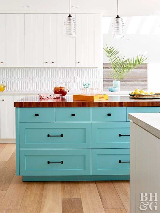 9 Gorgeous Ways To Decorate With Turquoise Bold Kitchen Chic Kitchen Teal Kitchen Cabinets