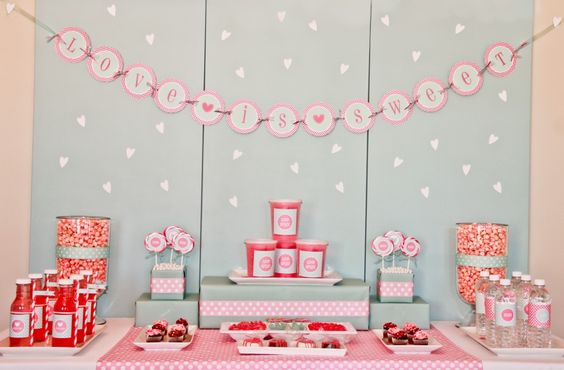 Love is Sweet #Valentines Party Table
