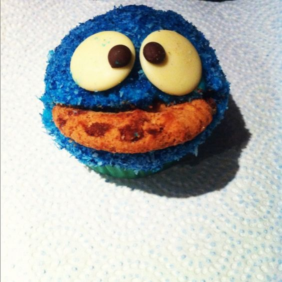 COOKIE!! Love this Cookie Monster cupcake