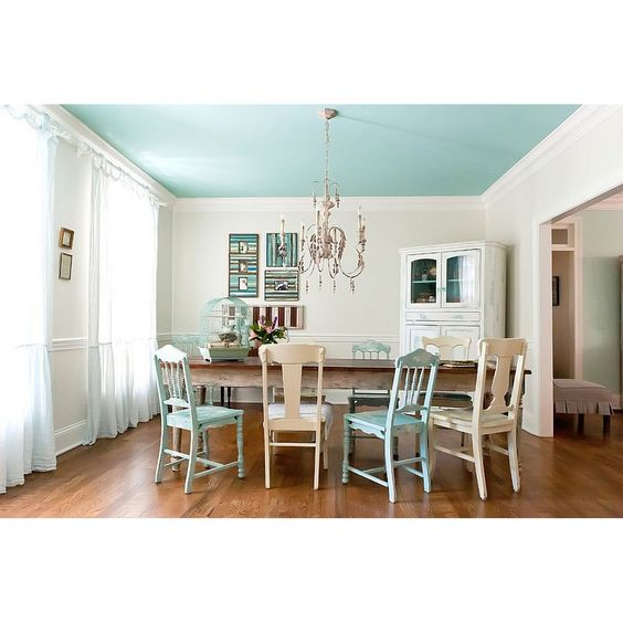 Paint your ceiling with soft blue for calm and cool atmosphere in the middle of shabby chic dining room. #rumahkudiningroom