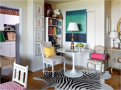 I love Sara Tuttle's home so much is her brilliant use of color and eclectic mix of pieces. It's exactly the look I'd like to achieve in my own home.