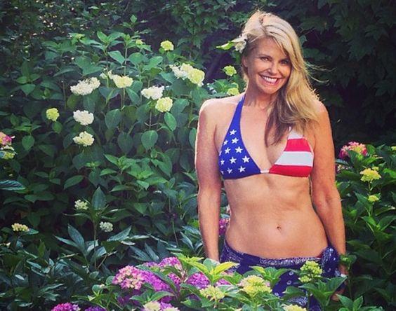 Christie Brinkley S Lookalike Daughter Sailor Brinkley Cook Poses