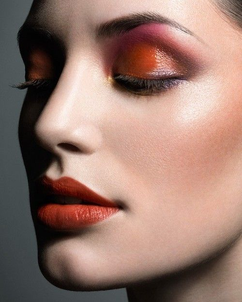 Glossy eyeshadow look: