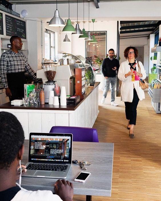 Als Freelancer Startup oder wachsende Firma ist es oft nicht leicht einen passenden Arbeitsplatz zu finden. Komm zu Shhared #coworking   #shhared #shhare #hh #hamburg #cowork #innovation #creative #art #culture #photo #design #freelance #media #it #technology #startup #socialmedia #entrepreneur #collaboration #community #share #shared #crowd #group #together #bahrenfeld #altona #coworking  #workhardanywhere