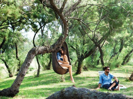 Fauteuil de jardin suspendu design pour retrouver le plaisir de se laisser bercer