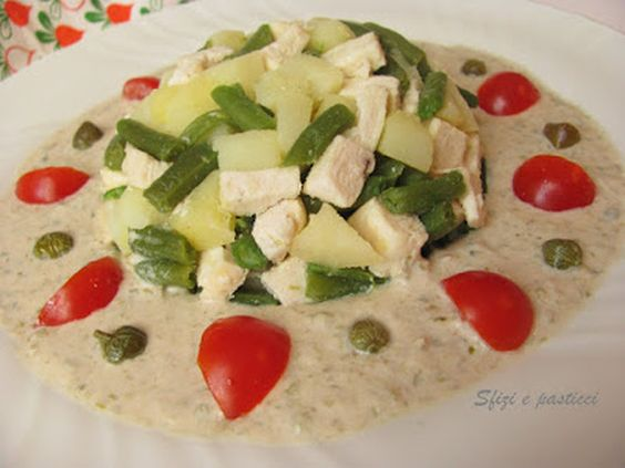 ho usato questi della Pavoni, riempire con l'insalata di pollo preparata. lessare anche il pollo e una volta freddo tagliarlo a dadini, disporlo in una