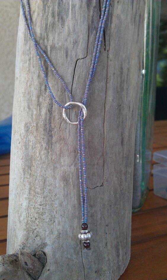 collier de perles bleues/aregnt et anneau torsadé argenté