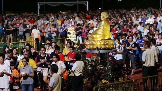 Phật tử ở Singapore sẽ tụ tập tại các ngôi chùa trước bình minh