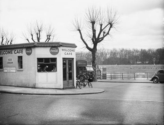 Putney embankment and lower Richmond road, where Thai Square is Today. #london #thames