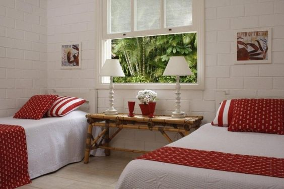Vegetação nativa e decoração rústica são destaques em casa de praia - Casa e Decoração - UOL Mulher