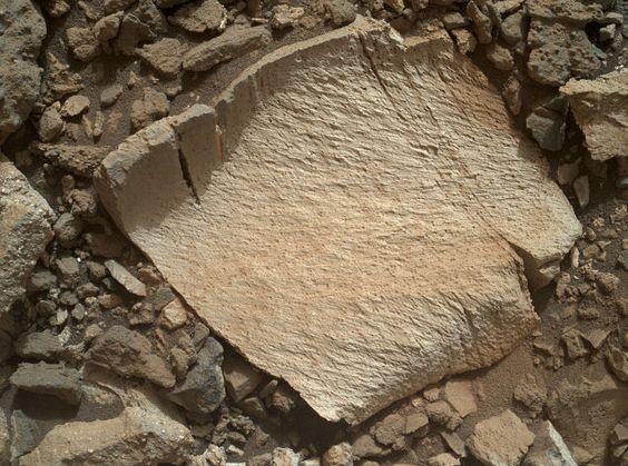 NASA hace retroceder al robot Curiosity para explorar esta extraña roca