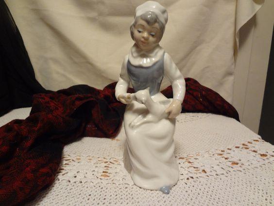 Tengra Porcelain Figurine - Made in Valencia, Spain - Vintage, Llarado style by TresTresInteressant on Etsy