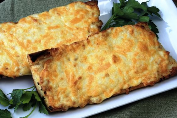 livelovepasta | Pioneer Woman Garlic Bread | http://livelovepasta.com