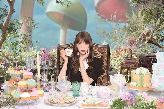 化粧品広告での八木アリサ