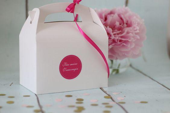 Eine kleine Geschenkbox für die beste Trauzeugin als Geschenk und Dankeschön für die Hilfe bei der Hochzeit.   Foto: Ja-Hochzeitsshop