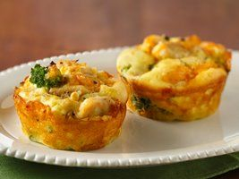 Impossibly Easy Mini Chicken 'n Broccoli Pies Recipe from Betty Crocker