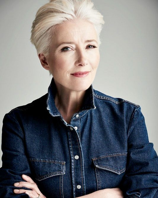 Emma Thompson The Uk S Newest Dame On Balancing Work And Home Life Emma Thompson Short Hair Styles Short Grey Hair